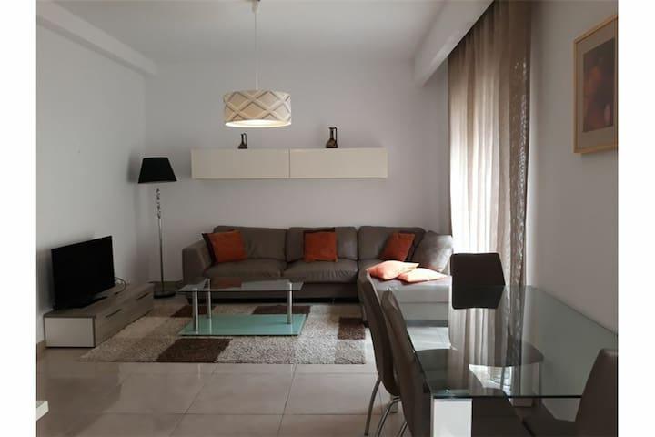 Single ensuite bedroom in the heart of Sliema.
