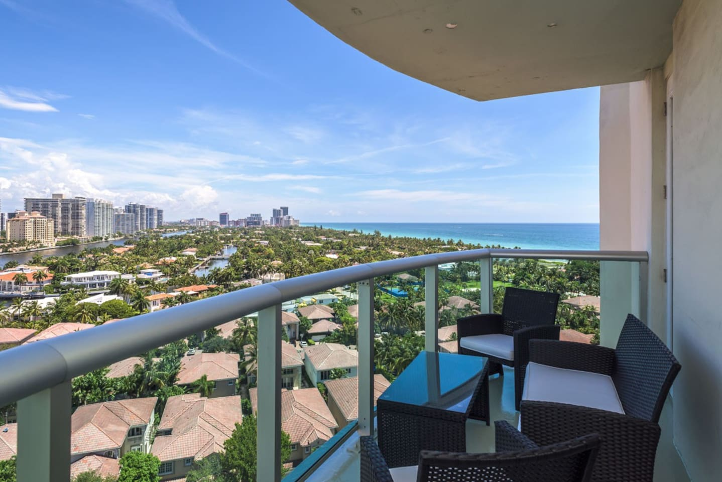 Incredible balcony views of both the Sunny Isles Beach as well as the Bay, and the city all in a high floor