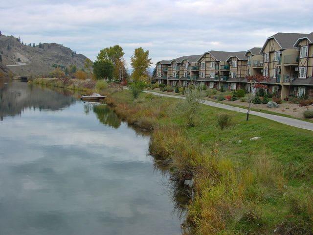 2 Bedroom Lakeview Condo 10 Min. from Penticton - Okanagan Falls - Apto. en complejo residencial