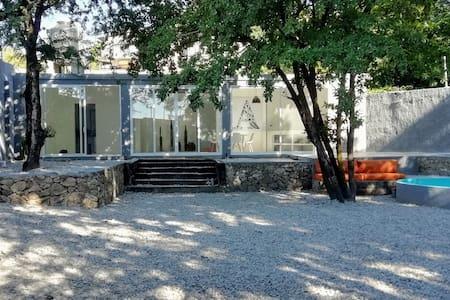 Hermosa casa tipo loft minimalista de descanso