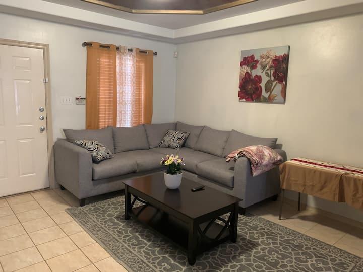Charming & Comfy City Apartment