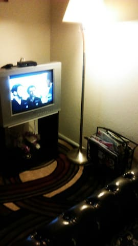 Tv with cable,internet,WiFi,landline phone,tall lamp. Magazine pouch etc