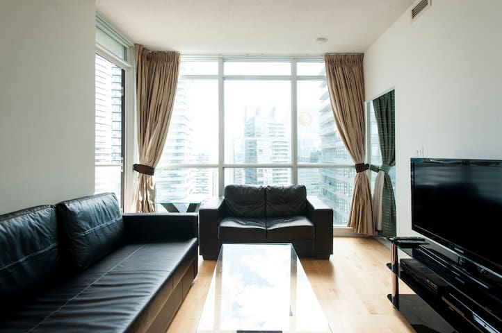 Luxurious 2 bedroom den near cn tower 41st floor apartments for rent in toronto ontario canada for 1 bedroom and den apartments near me