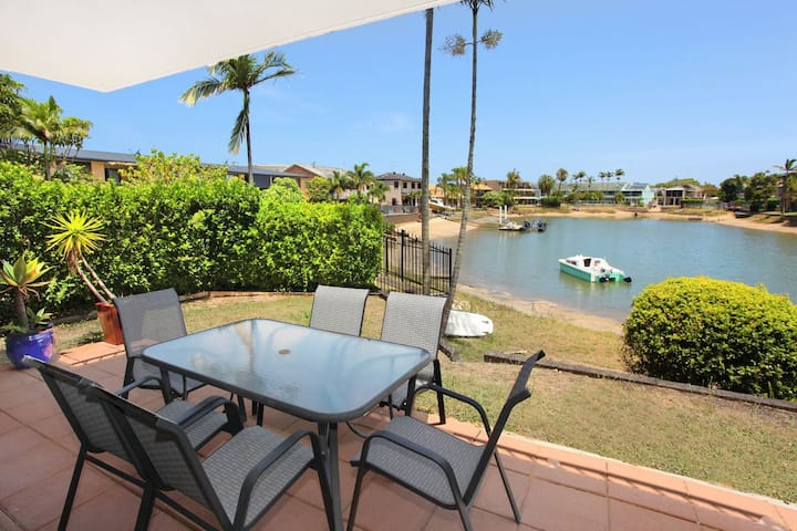 Courtney Cove 1 - Comfortable Two Bedroom Apartment on Mooloolaba Canal!