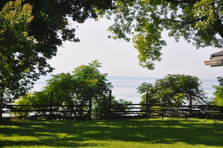 Lake front home ! - Oshawa - Hus