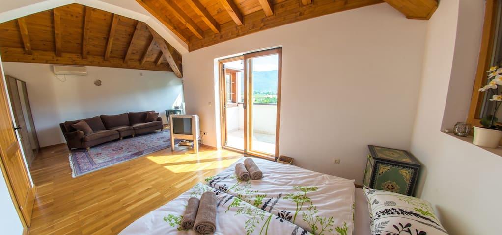 Villa Verde l Luxury Retreat l Riverside - Bedroom 1