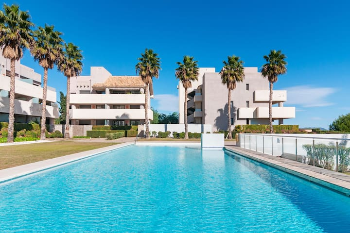 Modern apartment on the Valle del Este Golf resort, 10 min from the beach