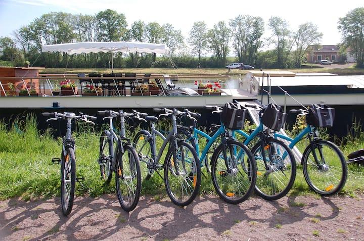 Péniche luxueuse canal de Bourgogne