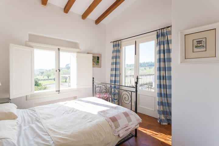 Double en-suite room with and terrace, great views - Caimari  - Pousada