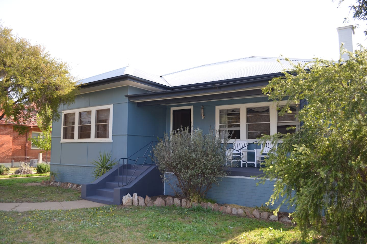 Riverina Blue is on the corner of Audley and Adams St, opposite St Thomas Anglican Church Hall. Visit Riverina Blue with your friends or family.  Even your furry friends are welcome, as the property has a small to medium pet safe grassed yard.