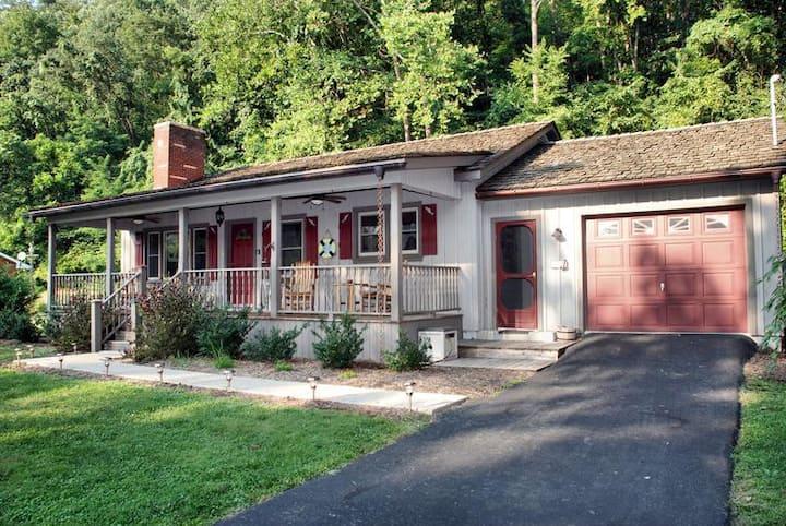 Greenbrier River Retreat Cottage #1
