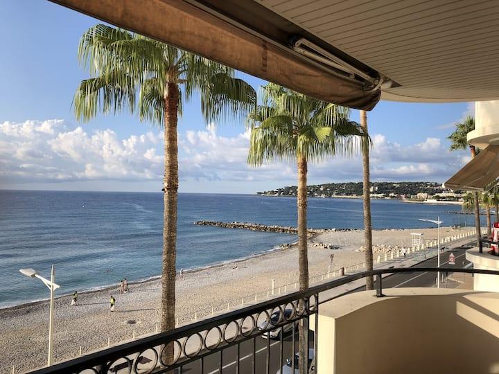 Menton: 2 pièces et grand balcon en bord de mer