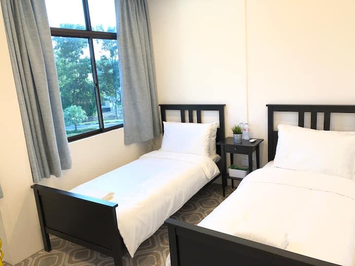NekNek Hostel Room 1