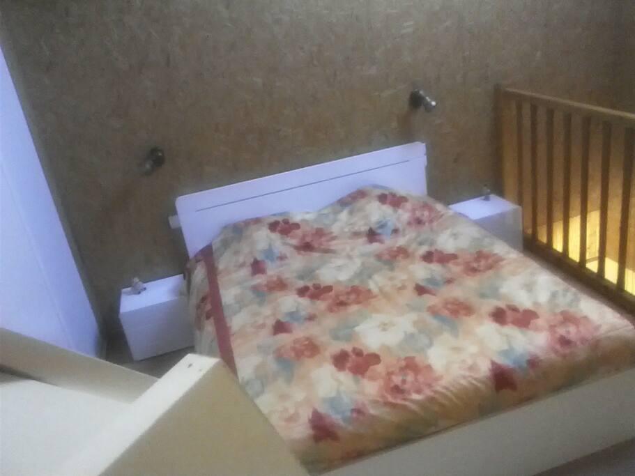 Chambre en duplex, literie neuve en 160, grand placard/penderie
