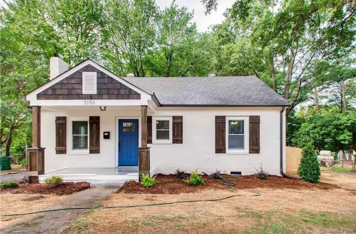 Adorable brick craftsman home minutes from uptown!