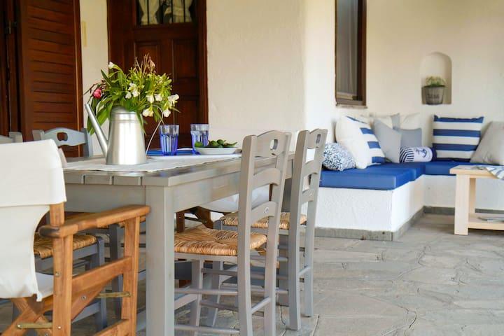 Villa Alex - 3 bedroom cottage with private garden - Siviri - Villa