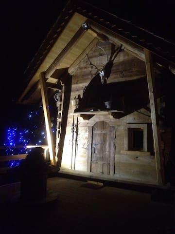 Petit chalet face au mont blanc - Chamonix - Dağ Evi