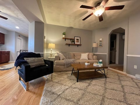 Stunning Ground Floor Apt- Home away from Home