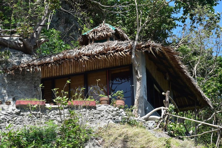 Bahay-studio on a cliff, near beach - Puerto Galera - Bungaló