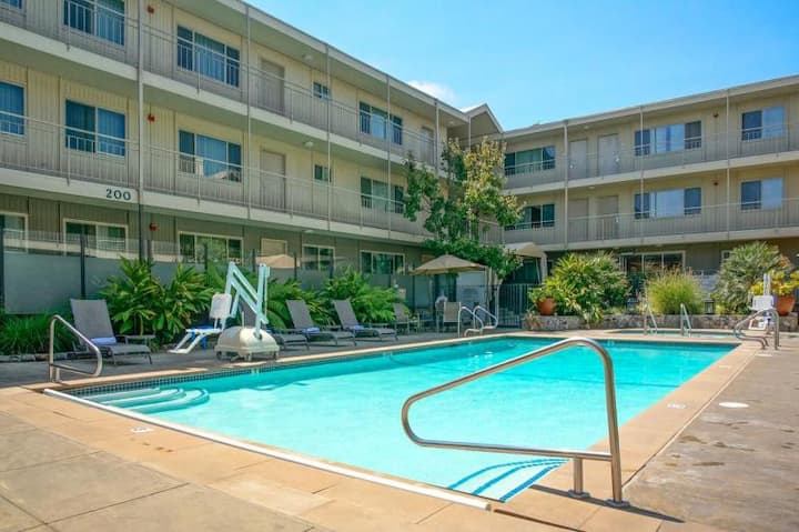 Lovely 1BR Family Suite, Pool, Breakfast, Parking