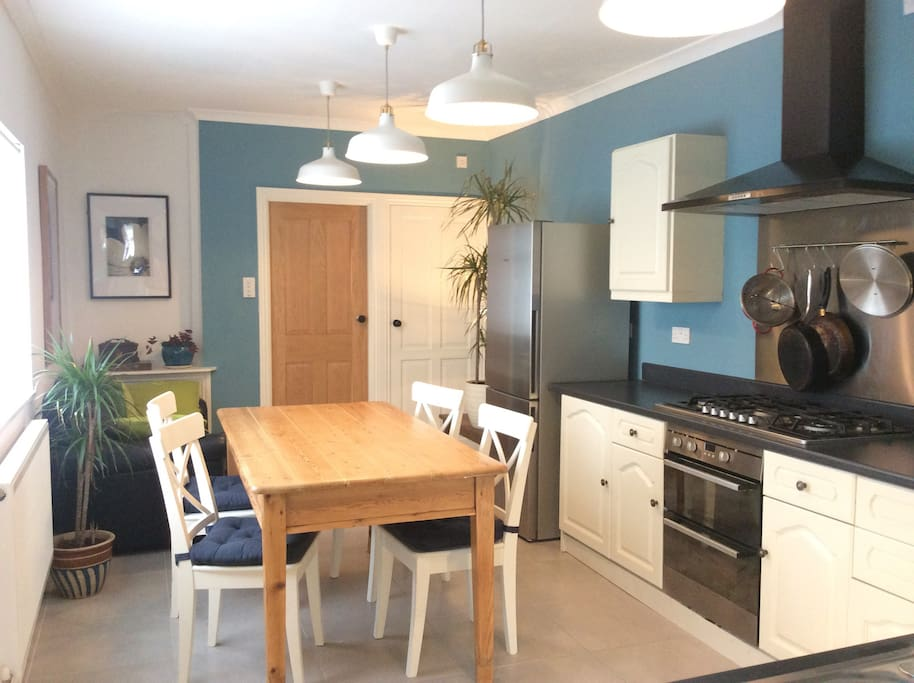 Large Kitchen with 6ft dining table and chairs. Fully fitted kitchen and a double leather sofa.