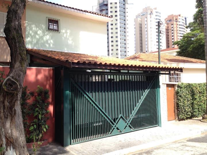 House near Metro, São Paulo Expo. Vila Mariana