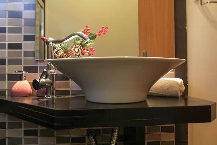 Bathroom's suite