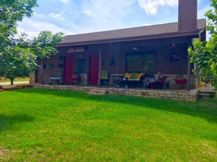 Friendly Oaks Guest House