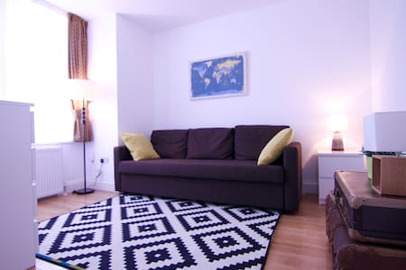 Double Room with sofa bed & shower room B3 - London