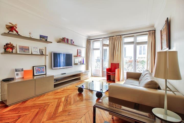 Luminous Apartment - Victor Hugo