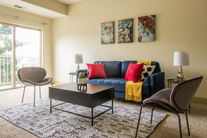 Luxe + Modern 2BR Apt in North Oakland w/ Parking