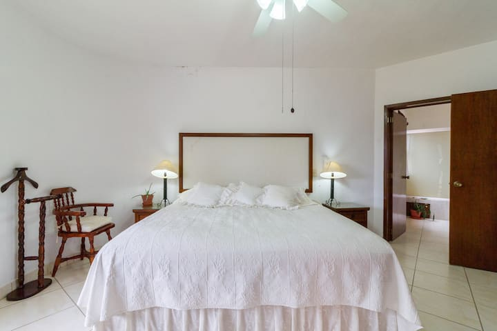 Highend master bedroom  in very safe area 70 mbps!