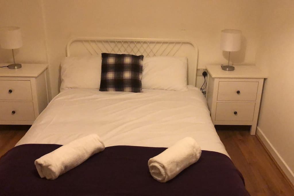 Double bed in main bedroom