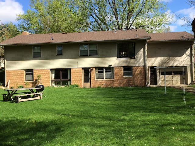 Family-Friendly Walkout Apartment - Northfield - Talo