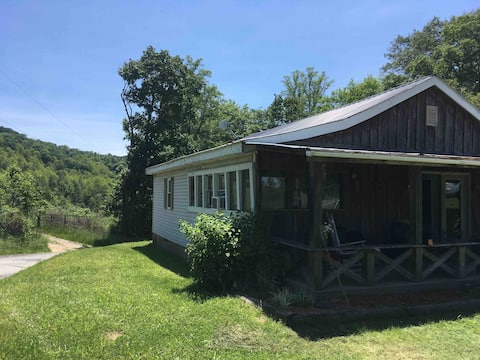 Rustic 4 BR near New River Gorge and Hawks Nest