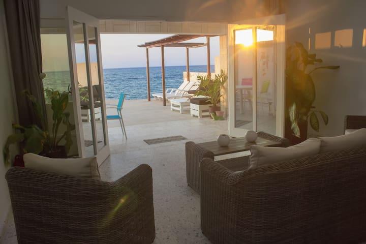 ¡Bienvenidos a Villa Elimar! Donde el sueño se hace casa.