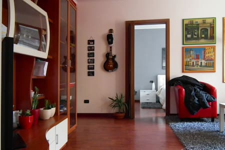 Nice flat a step away from Milan - Cesano Boscone - Wohnung