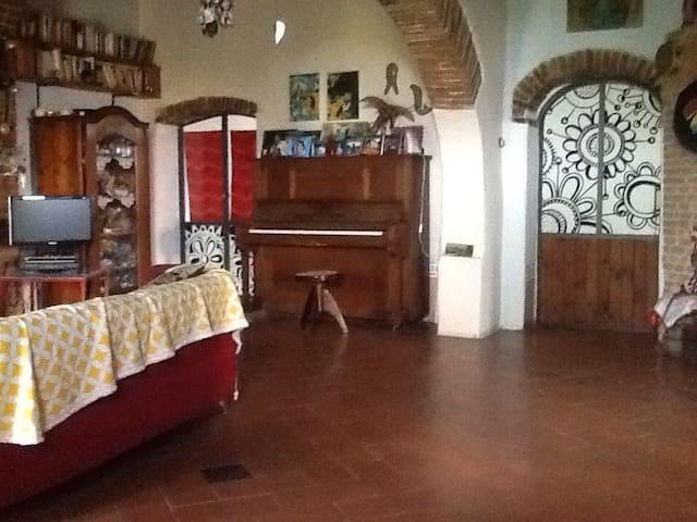 Splendida Toscana multiculturale - Aiale - บ้าน