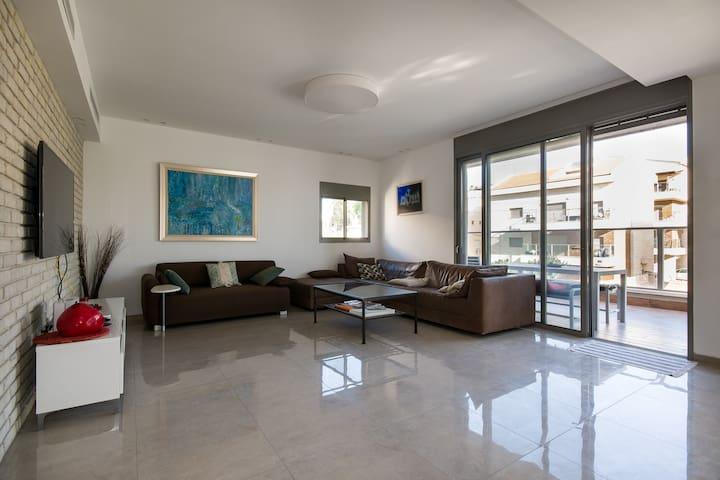 Luxurious Penthouse 4x2 Beds Kiriat Haim (HAIFA)