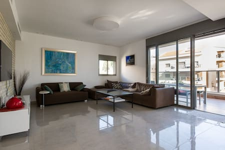 Luxurious Penthouse 4x2 Beds Kiriat Haim (HAIFA)