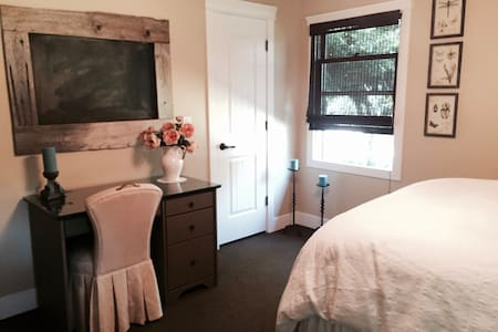 Country Cottage Room w/Private Bath & Pool - Millville - Casa