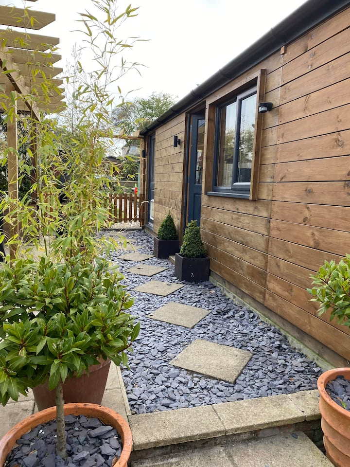 The Garden Room- a tranquil space in suburbia