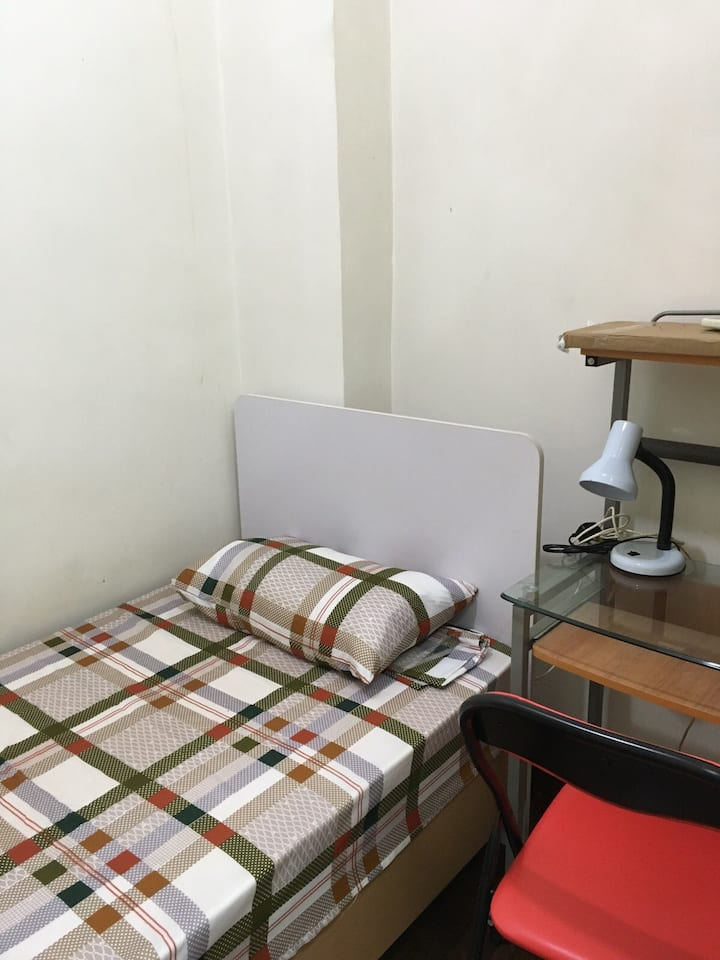 Room in share flat in Fortress Hill (F4g)
