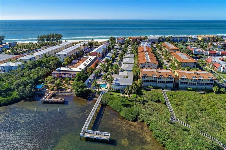 Charming Waterfront Cottage on Anna Maria Island!