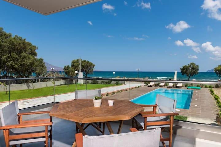 Niovi Seaside Suites (4+2 persons)