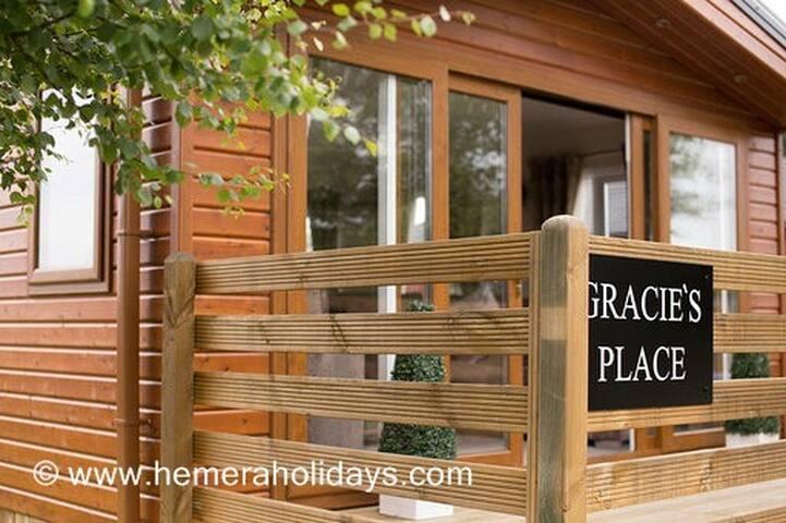 Gracie's Place - Hot Tub Lodge, Northumberland