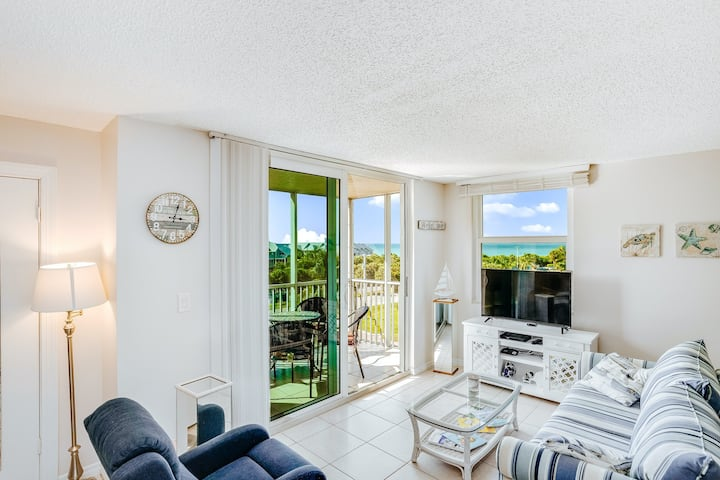 Modern condo with Gulf view - close to the beach!