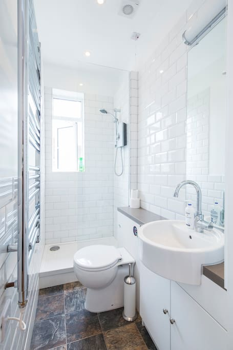 New private shower rooms & toilets. Shampoo, soap and fresh linen are provided free or charge.