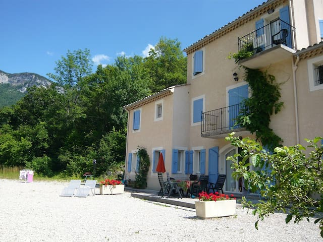 Domaine La Pique - this house is on the left corner with private terrace around the corner