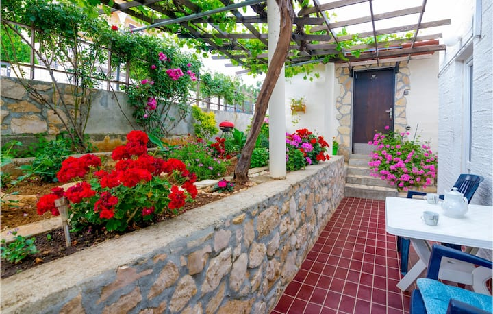 Awesome home in Vinjerac with WiFi and 3 Bedrooms